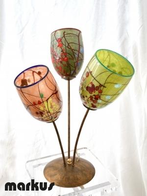 Lampada da tavolo in matallo color bronzo con 3 paralumi in vetro di Murano