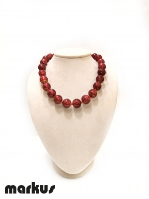 Glass necklace with round beads red color