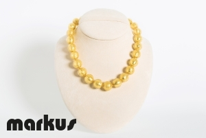 Glass necklace with round beads gold leaf