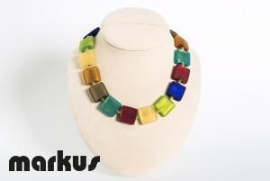 Collana in vetro multicolore satinato perla quadrata