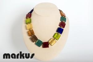 Collana in vetro colorato con foglia oro, perla quadrata