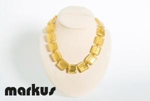 Collana in vetro colore oro, perle quadrate foglia oro